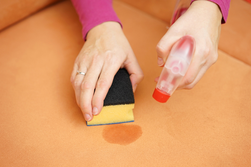 Can you clean a fabric couch with vinegar